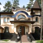 Оригинальный фасад с крулыми окнами