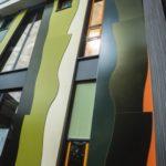 Оригинальный фасад созданный из зеленых панелей