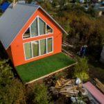 Оригинальный красивый оранжевый фасад
