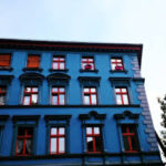 Оригинальный синий фасад дома