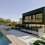 Практичные панели для фасада черного цвета