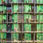 Практичные зеленые панели для обустройства фасада