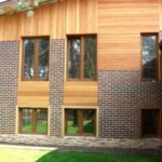 Практичный и современный деревянный фасад