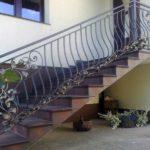 Применение лестницы для создания красивого фасада