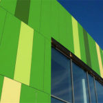 Применение современных панелей зеленого цвета для фасада
