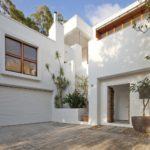 Пример дома с белым фасадом