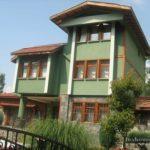 Пример дома с оливковым фасадом