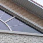 Пример фасада с треугольными окнами