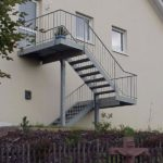 Пример оформления фасада с лестницей