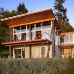 Пример оформления фасада современными оранжевыми панелями