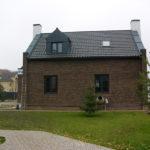 Пример оформления фасада в коричневом цвете