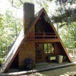 Пример оформления уютного фасада треуольной формы