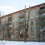 Простой фасад пятиэтажного дома