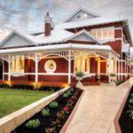 Роскошный дизайн фасада частного четырехэтажного дома