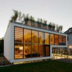 Шикарный и необычный вариант фасада четырехэтажного дома