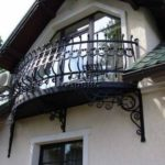 Современный фасад с балконом