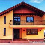 Созданный фасад с большим практичным балконом