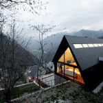 Стильное современное оформление фасада треуольной формы