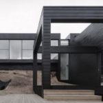 Стильный фасад, выполненный в черном цвете