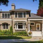 Светлый коричневый фасад для дома