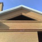 Треугольные окна фасада