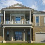 Вариант красивого фасад с балконом