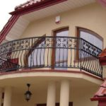 Вариант оформления фасада с балконом