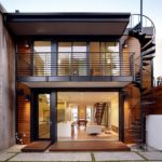 Внешний вид фасада с лестницей