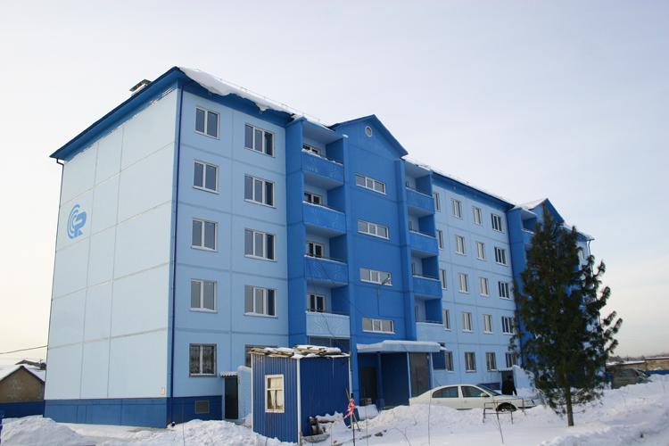 Яркий фасад пятиэтажного здания