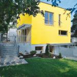 Желтый цвет современного фасада