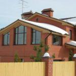 фасад с треугольными окнами для частного дома