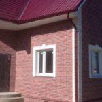 Оформление современного фасада с помощью красной плитки
