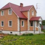 Пример отделки дома плиткой фасадной коричневого цвета
