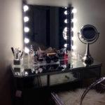 Как выбрать трюмо с зеркалом в спальню