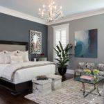 Как и чем можно украсить спальню?