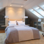 Как обустроить спальню в мансарде