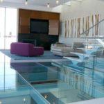 Стеклянный пол — оригинальный и неповторимый элемент интерьера
