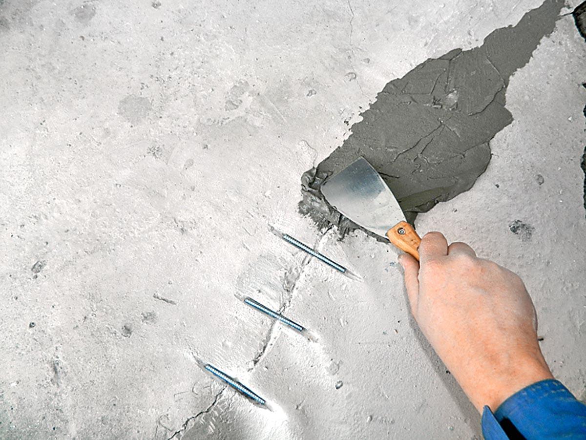 чем заделать щели в бетонной стене