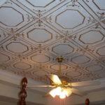 Плитка для стильного потолка: главные критерии выбора и наклеивания
