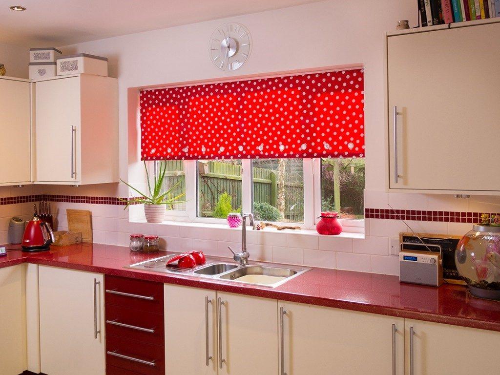 Цвет рулонных штор для кухни фото