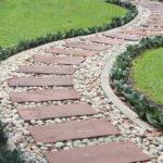Оригинальные идеи обустройства садовых дорожек