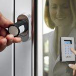 Надежны ли современные электронные дверные замки?