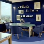 Почему богатые люди выбирают синий цвет в интерьере комнат
