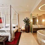 Совмещение спальни и ванной комнаты
