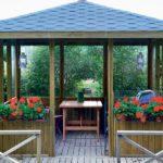 Креативные и удобные садовые беседки