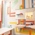 Как оформить интерьер ванной комнаты с помощью ярких цветов