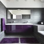 Сочетание темного и светлого оттенков в ванной