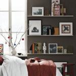 Идеи от дизайнеров по украшению полок на стене