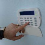 Защита квартиры от воров с помощью сигнализации: виды и особенности