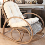 Kресло-качалка: oригинальное и полезное дополнение интерьера